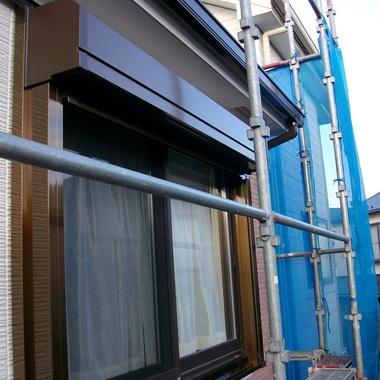 窓のシャッター取付例の施工後写真(0枚目)