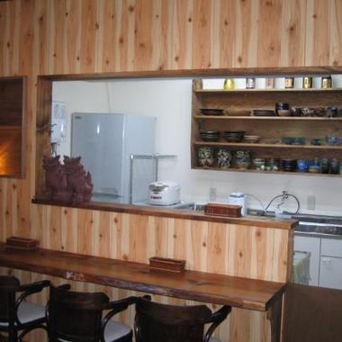 静岡県焼津市の改装後の沖縄料理店-カウンター席