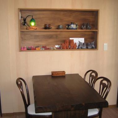 静岡県焼津市の改装後の沖縄料理店-テーブル席