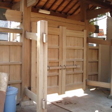 門扉 木製・コンクリート の復元清掃 完了 家側