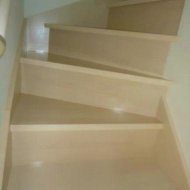 フロアコーティング | 全室フロアコーティング 完了 階段