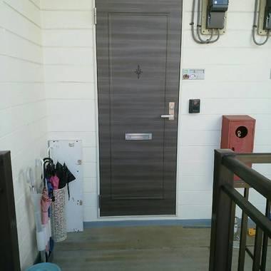 玄関ドア ダイノックシート貼り工事 完了