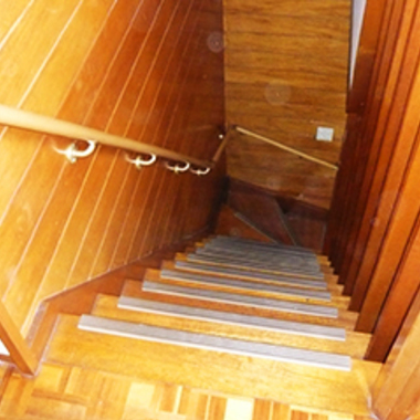 階段 手すりと滑り止め設置後