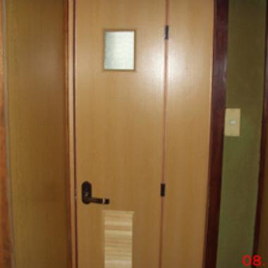 トイレドア交換完了