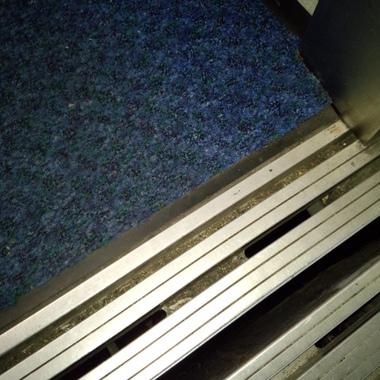 エレベーター 除塵マット設置完了