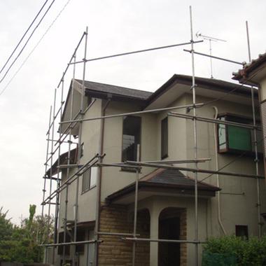 カバー工法で屋根補修中