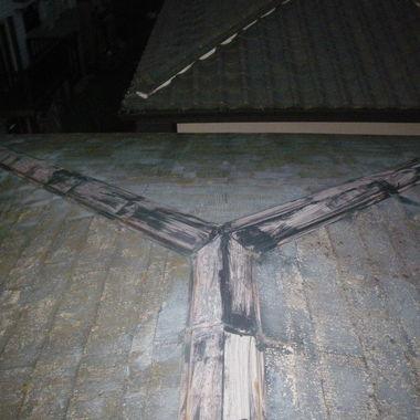 雨漏りのある屋根修復前 アップ