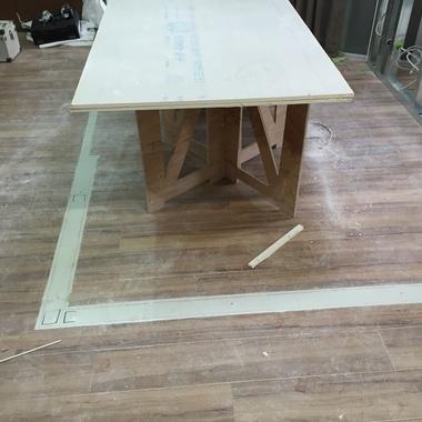 内装工事 テーブル