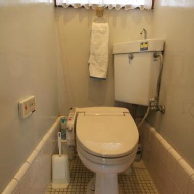 水漏れのあるトイレ