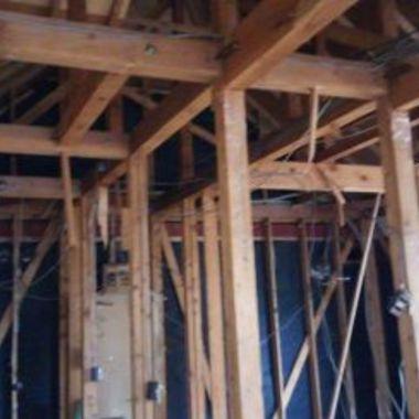 アパート内装工事前 既存の骨組みの状態からフルリフォーム