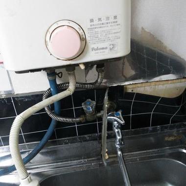 キッチンの水漏れ修理前