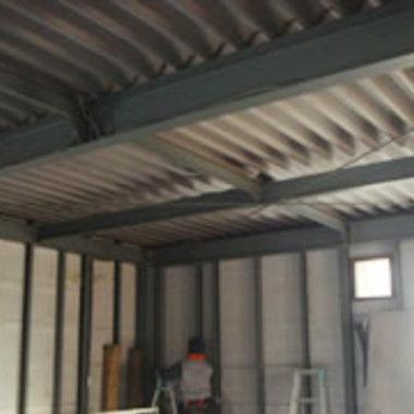 工場の天井工事前