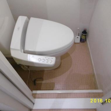 トイレの床段差解消工事前