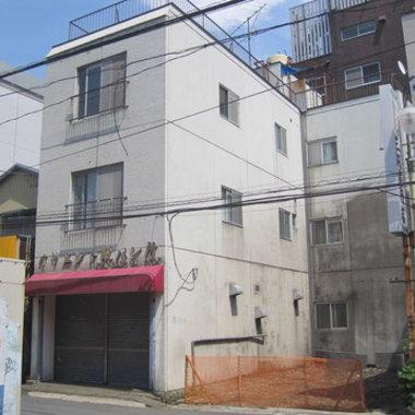 ビル塗装工事前 別角度