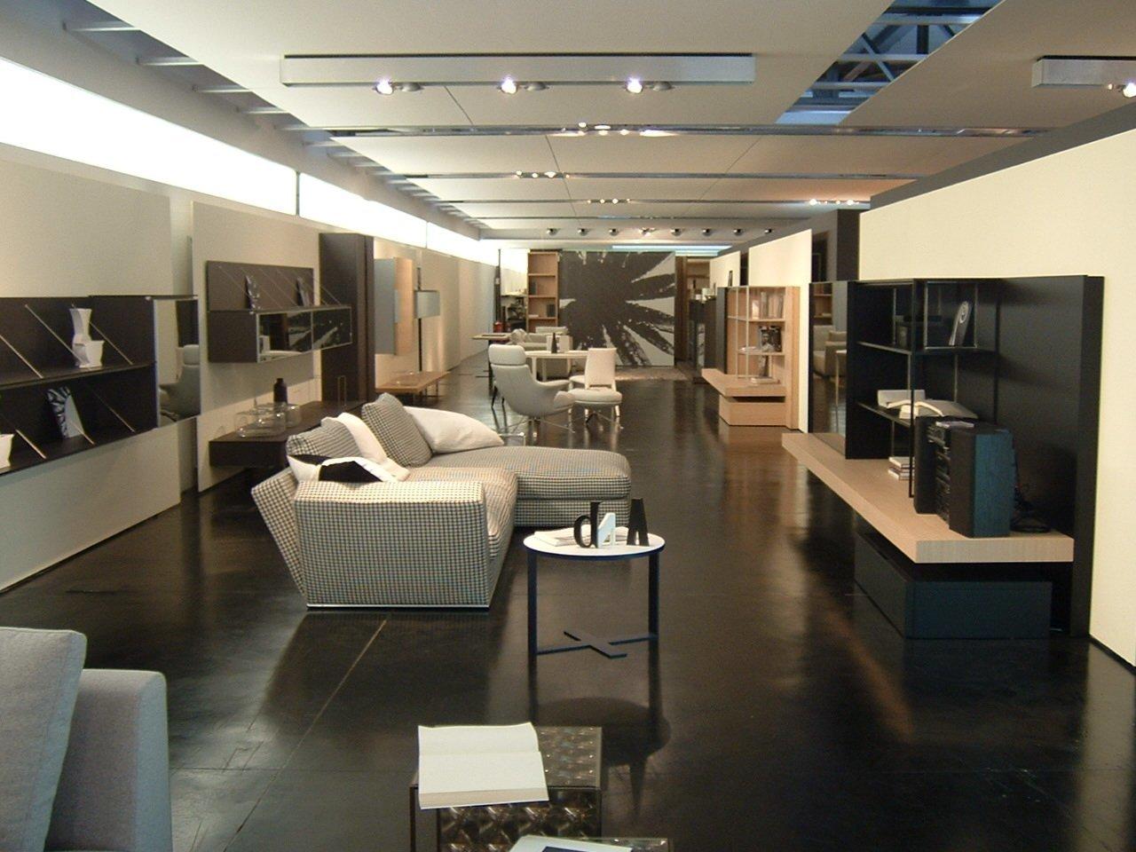 店舗 デザイン   ショールームのデザイン・設計の種類別 金額・費用相場とポイント