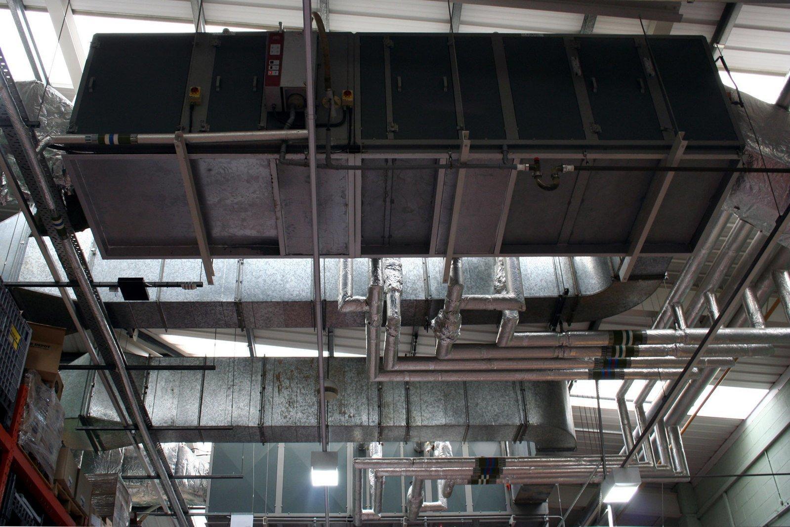 床 リフォーム | 空調工事の種類別 金額・費用相場とポイント