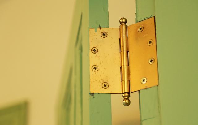 ドア 交換 | 蝶番の種類と修理方法